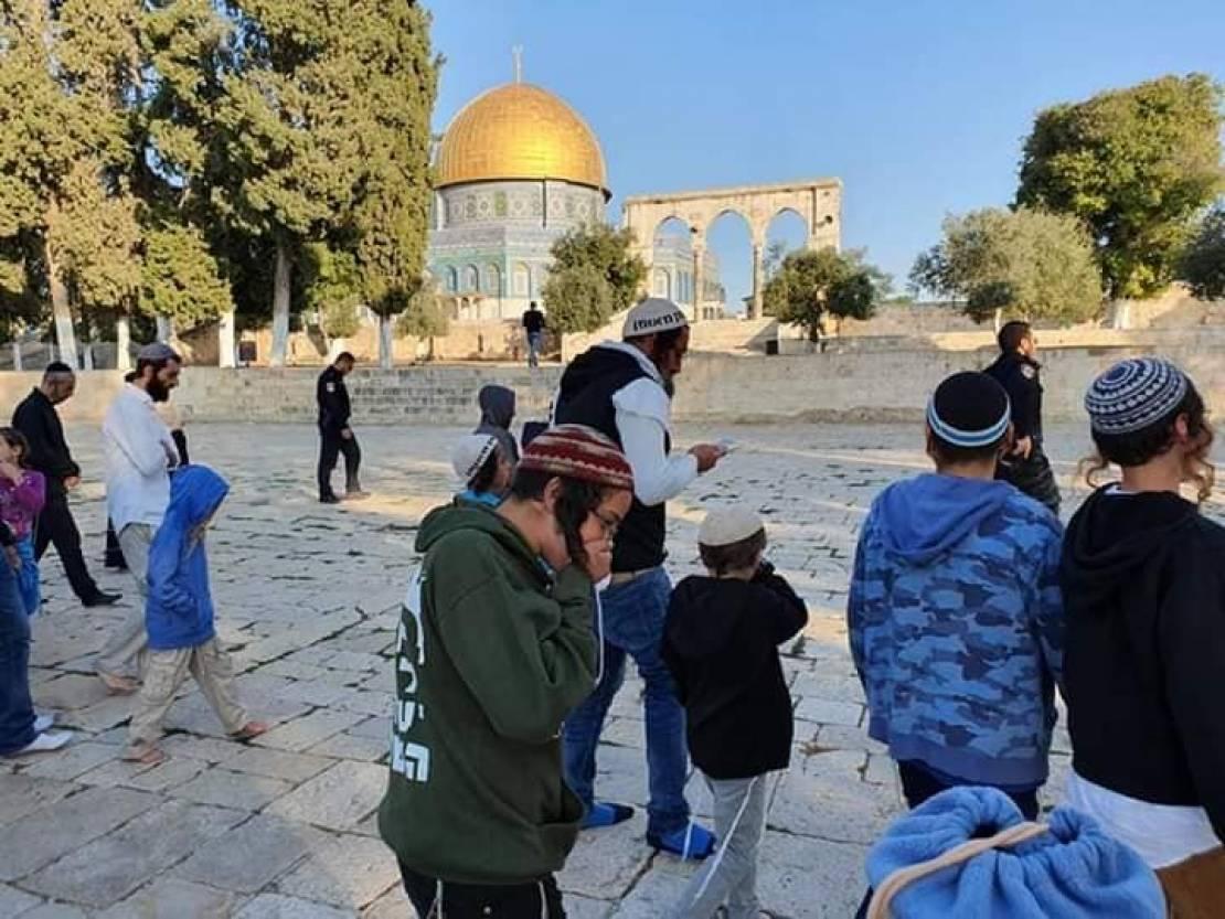 144 yerleşimcinin El Aksa camisine girmesi